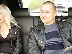 Чувак стрельба жене порево по такси