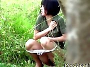 Aasialaisia naisia piss julkisissa