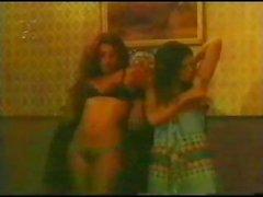 Классический порно Бразилии показан гидромассажной брюнетка в разных состояниях