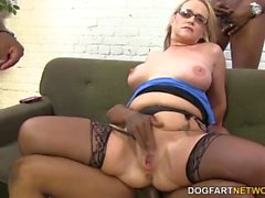Busty cougaree Siren liebt doppelte Penetration