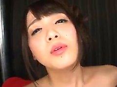Behaarte japanische MILF-Schrauben für einen Cumshot