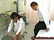 Нюни Natsumi Китахара получает ей киску