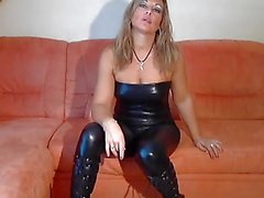 blonde Alemania en catsuit del