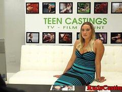 Casting curvy adolescente se pone duro en bdsm