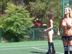 Дани Дэниелса Topless Теннисный Fun - сцен 1.