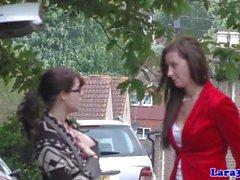 Engelska moget pickingup oskadlig schoolgirl