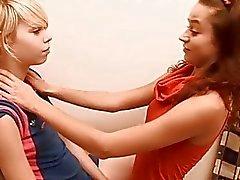 Chicks obtienen a de exponer y las tapas rosadas emotivas