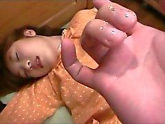 Figa dita Giappone delicate Teen dando il suo primo Pompini