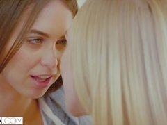 VIXEN Riley Reid e Kendra Sunderland tem HOTTEST Lesbian Sex