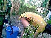 Бенгальский Дези бесстыдная село двоюродного брата Nupur купания открытая