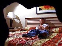 Azgın adam yatağında wanking