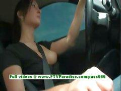 Сандрой любительские брюнетка рулем автомобиля и государственных груди мигать