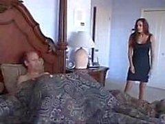 Mutter Gefangen ältester Sohn in ihrem Bett masturbiert