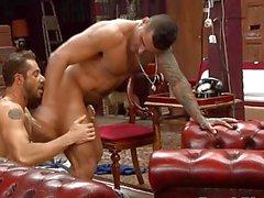 Zeigen Sie mir Ihre Ass! - Alexanders Freitas & Dean Monroe