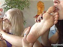 Nämä kaksi lesbin Babes johonkin jalka fetissi koska ne voivat lämmetä