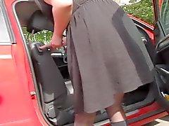 Штанов подглядывание под юбки в машине