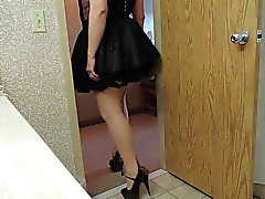 Sissi Raggio a il corsetto Viola e lo nero cameriere pannello esterno del