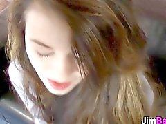 Schoolgirl britannique magnifique baise la vieux directeur