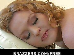 Brazzers - SICAK sarışın kız Krissy Lynn masaj yapılır