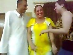 Iraqi sexy girl dance con un chico