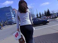 Cândida Shopping burro em Calças do Yoga interação com ela