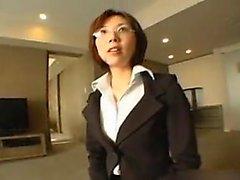 Офис шлюха позирует ее боссом и позволяет ему чувствуем выше липкой вещи
