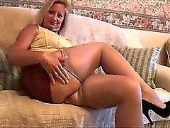 Moget blonda härlig kropp i trånga mini- kjol