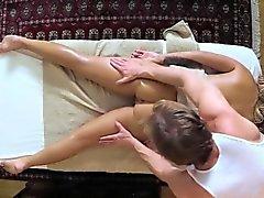 clients pauvres cogné et copulé sur la table de massage