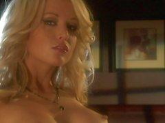 Кейдена Кросса расчехляет свое сексуальное совет директоров на камеру