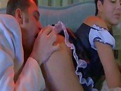 Domestique maturité excitée baiser un jeune type