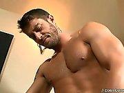 Вы сможем увидеть невероятно твердый член Коди делает рывок Брэндона !