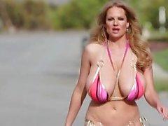 PORNFIDELITY Sophie Dee och Kelly Madison Använd deras stora bröst om ett Oklippt