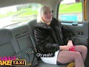 Женские Поддельные таксисты фаллоимитатор результатов в брызгали лесбийские оргазмы в такси