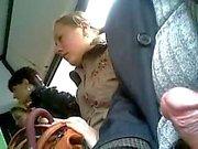 kolme naista bussissa