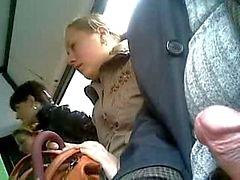 femme sur trois sur le bus