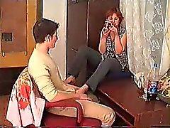 L'alcool au mûr Mom FAIT PRENDRE DANS LE Moquette plus jeunes ( amateur )