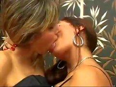 beso di WOWair lesbianas busconas