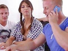 Marisa - İlk üçlüsünde ilk seks yapan Virgin teen girl