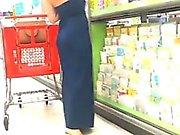 Schöne Milf in Kleid