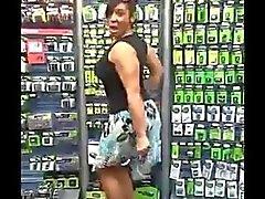 Caramel Kitten Twerking door de batterijen Walmart