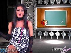 Джессика Джеймс - Джессика принимает два петухи как чавканье сразу