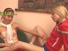 ultra kuuma lesbot sormitus reikiä