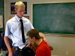 Учителя хочет эту женоподобный мужчина член внутри ним