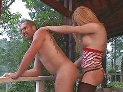 A rakel Rodrigues jode un tío por la piscina