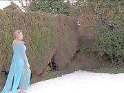 UK Yuffie Yulan enjoys masturbating in the garden