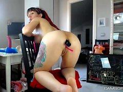 Sexy Redhead Camwhore joue avec son jouet