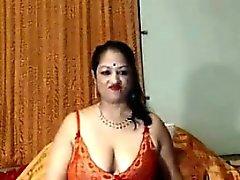 Smutsiga indiska farmor visar upp