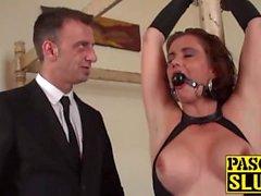 Submissive Lizzy Lovers blir dominerad och knullad efter Pascals
