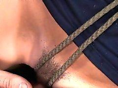 Rop upp Tits straff sub boll försedd med munkavle