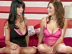 Chicas calientes a Jaime Martillo y tiras de de Jessica de Kramer y muestra sus las tetas enormes